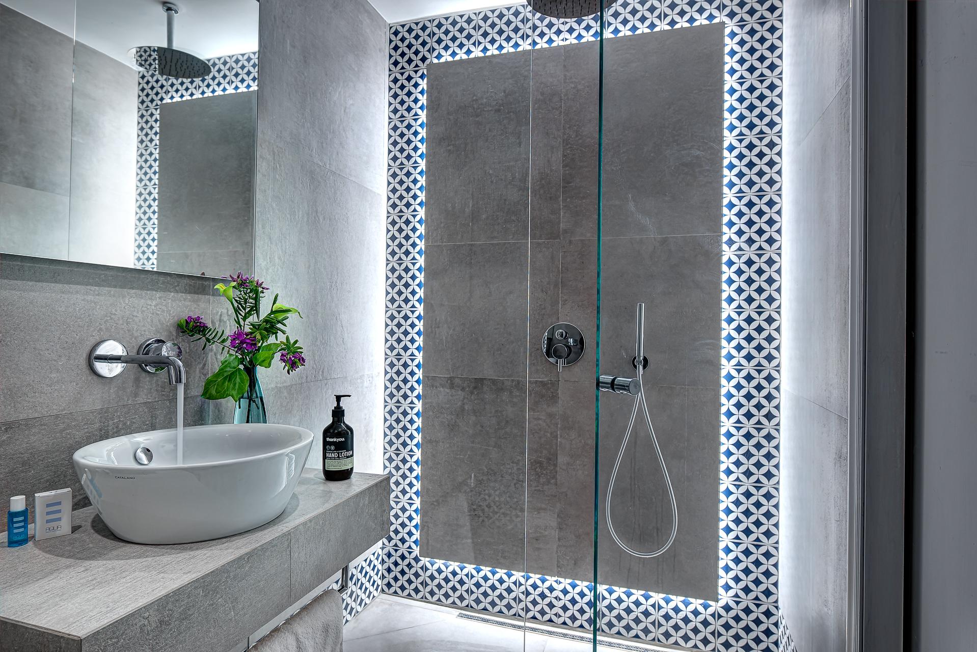 gocce di capri three bedroom apatment classic sorrento shower
